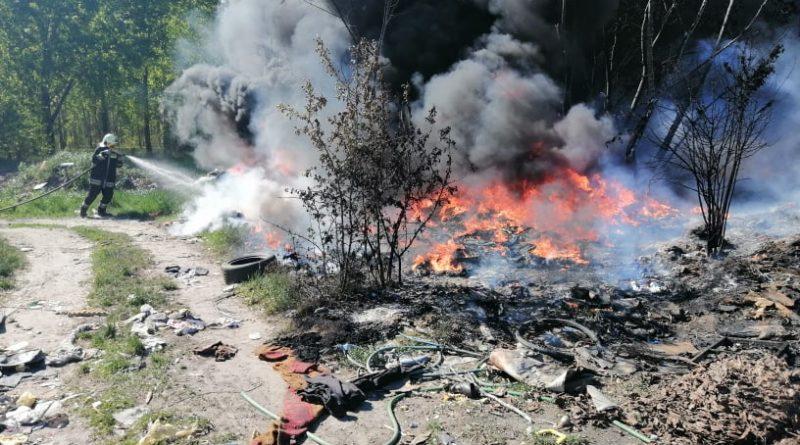 2021. május 9. Ráckeve, Haladás utca – ismét begyújtották a szemetet a bányában